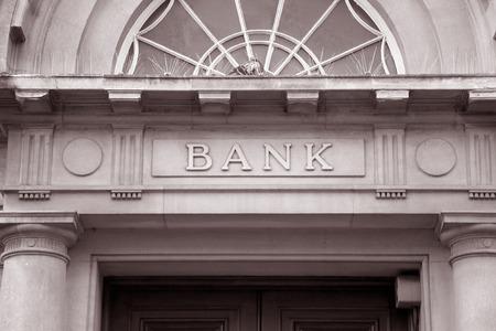 央行就商业银行法修改稿征求意见:修改利率规定,允许自主约定存贷款利率